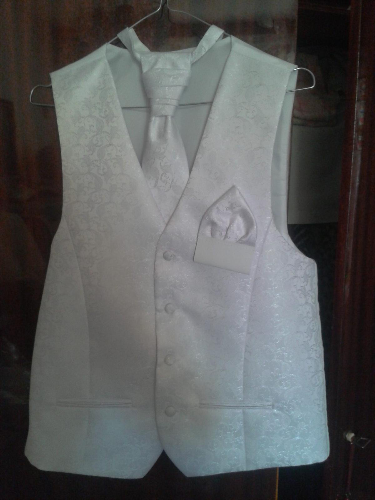 Svadobná vesta s kravatou - Obrázok č. 1