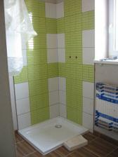 zajímavě obložený sprchá