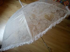 dáždnik požičaný od kamarátky :) snáď nebude treba, bude aspoň na ozdobu :)