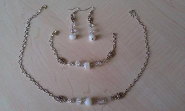 od šikovnej maminky :) ešte neviem, či aj náhrdelník použijem, ale pre istotu pripravený :)