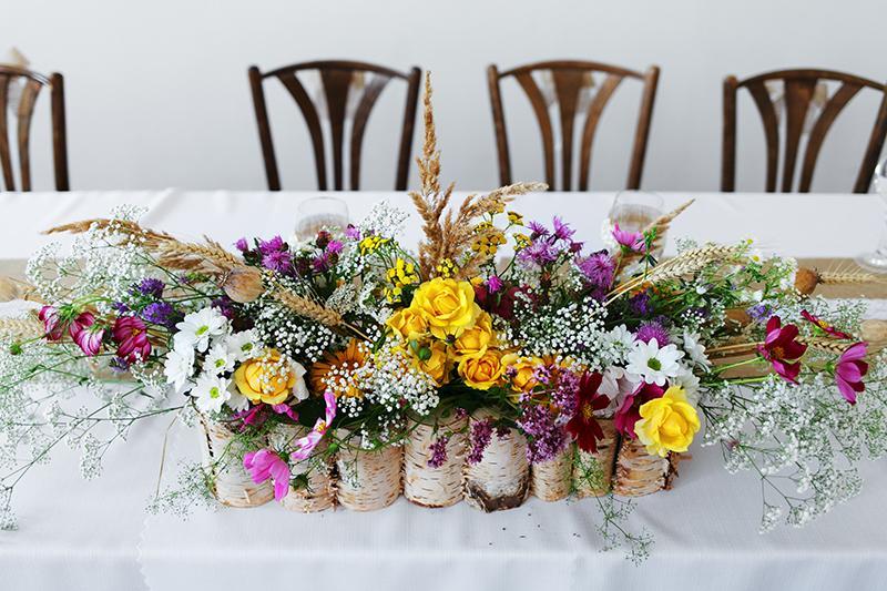 Zdobené s láskou :) naša svadobná výzdoba - úžasná ikebana na hlavnom stole