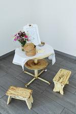 """stolík s kartičkami """"moja rada novomanželom"""" :) dozvedeli sme sa kopu zaujímavých (a podaktorých aj nezverejniteľných) vecí :)"""