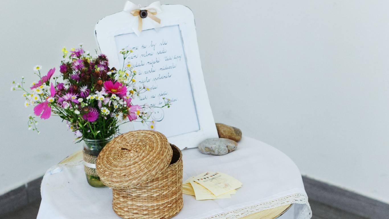 Zdobené s láskou :) naša svadobná výzdoba - Vieme, že by ste nám veľmi radi odovzdali nejaké Vaše tipy, rady či zrnká múdrosti do nášho spoločného života. Nech sa páči, tu je na to priestor :)