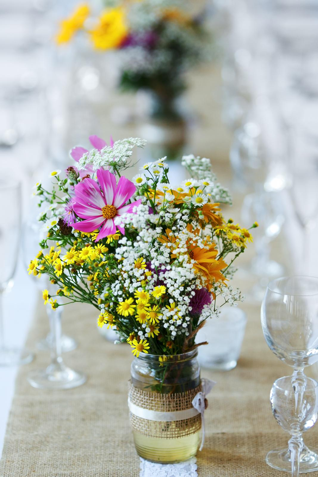 gypsomilka, pár bielych chryzantém... - Obrázok č. 3