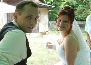 Foto z myslivecké chaty, kde se konalo svatební grilování, hrála nám živá hudba a pařili jsme do 3 do rána. :-)