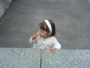 Sofia odišla von zo sály, aby si mohla v klude vychutnat praclícek :)