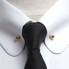 Collar pin se moc líbí i mně, vhodnější ale asi bude spíš stříbrný :)
