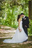 Krajkové svatební šaty se sníženým pasem a vlečkou, 38