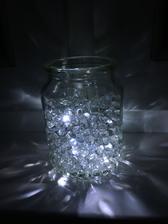 Takéto niečo si predstavujem ale v nejakých pekných vázičkách :) Gélové perličky a LED perličky :)