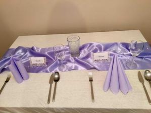 Výzdoba stola iba tak na skúšku :) ten pohár je miesto vázičky v ktorej budú kvietky :)