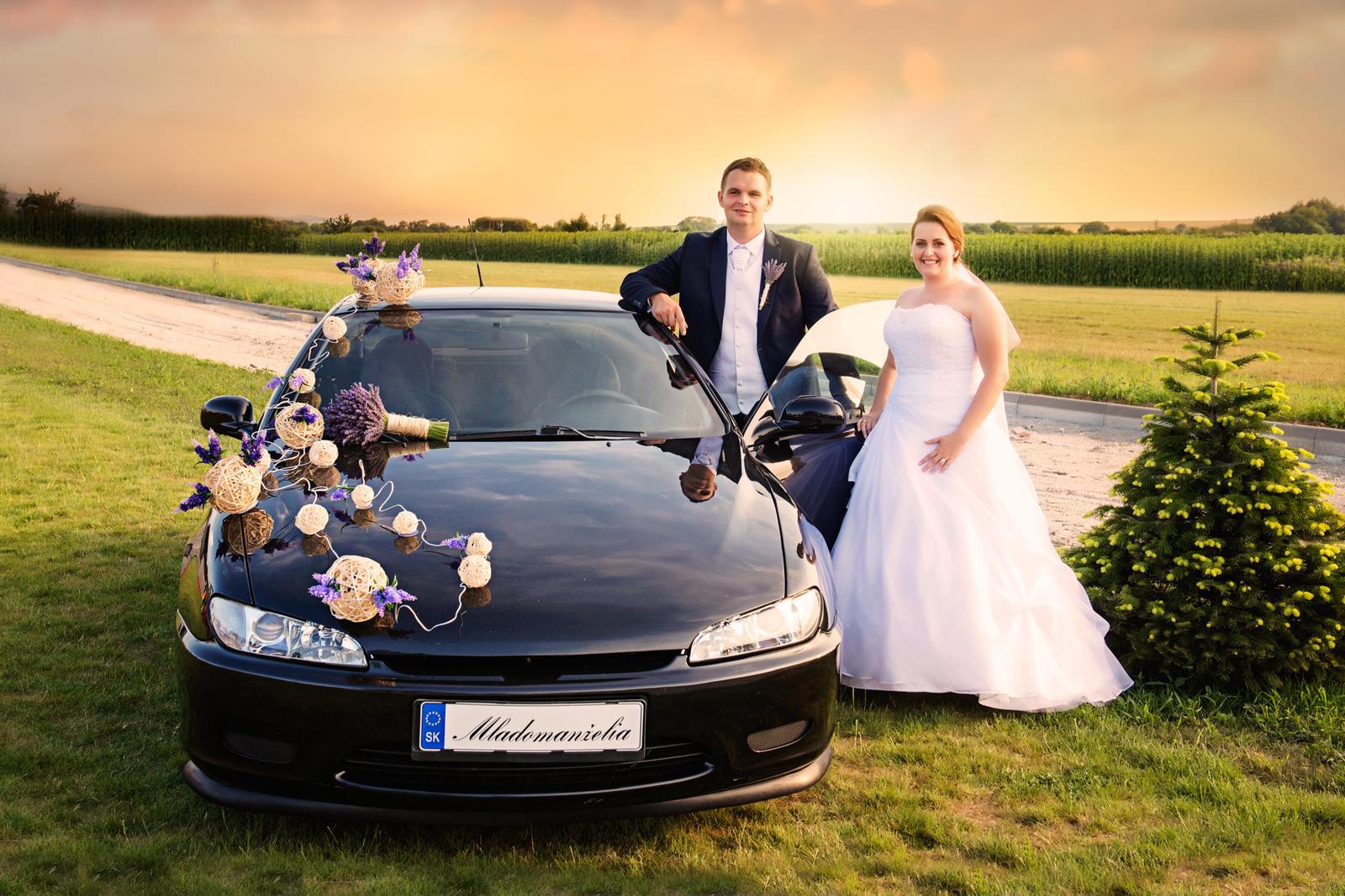 Miriama{{_AND_}}Marek - Dekorácia na aute sa nám troška pokazila lebo ženích neodolal plynovému pedálu :)