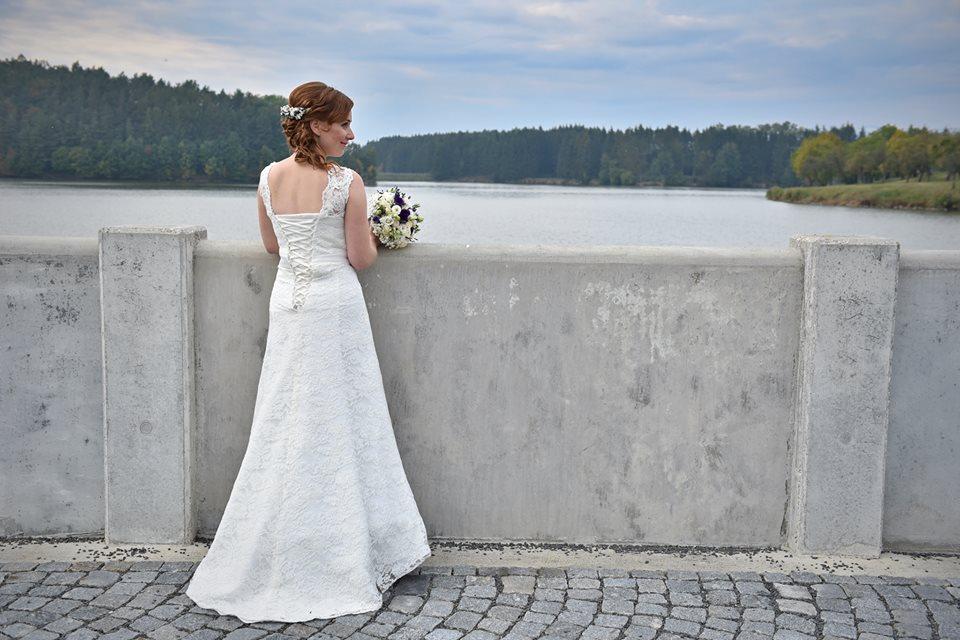 Krajkové svatební šaty - Obrázok č. 1