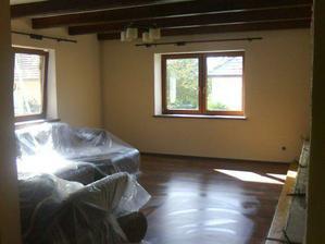 obývačka so zabalenou sedačkou