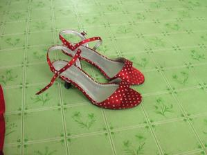 a tu sú topánočky k nim