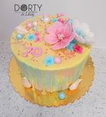Narozeninový polévaný dort, jehož design lze použít i na svatební dort