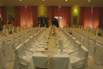 sála bola nádherná, kombinácia zlato-krémovo-bielej