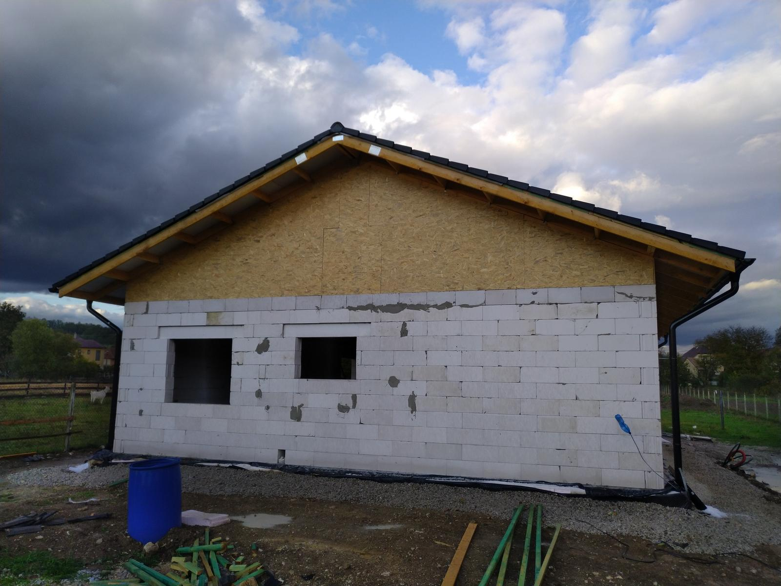 Náš Dom základy na XPS - Odovzdaná stavba firmou, pokračujem svojpomocou a živnostníkmi