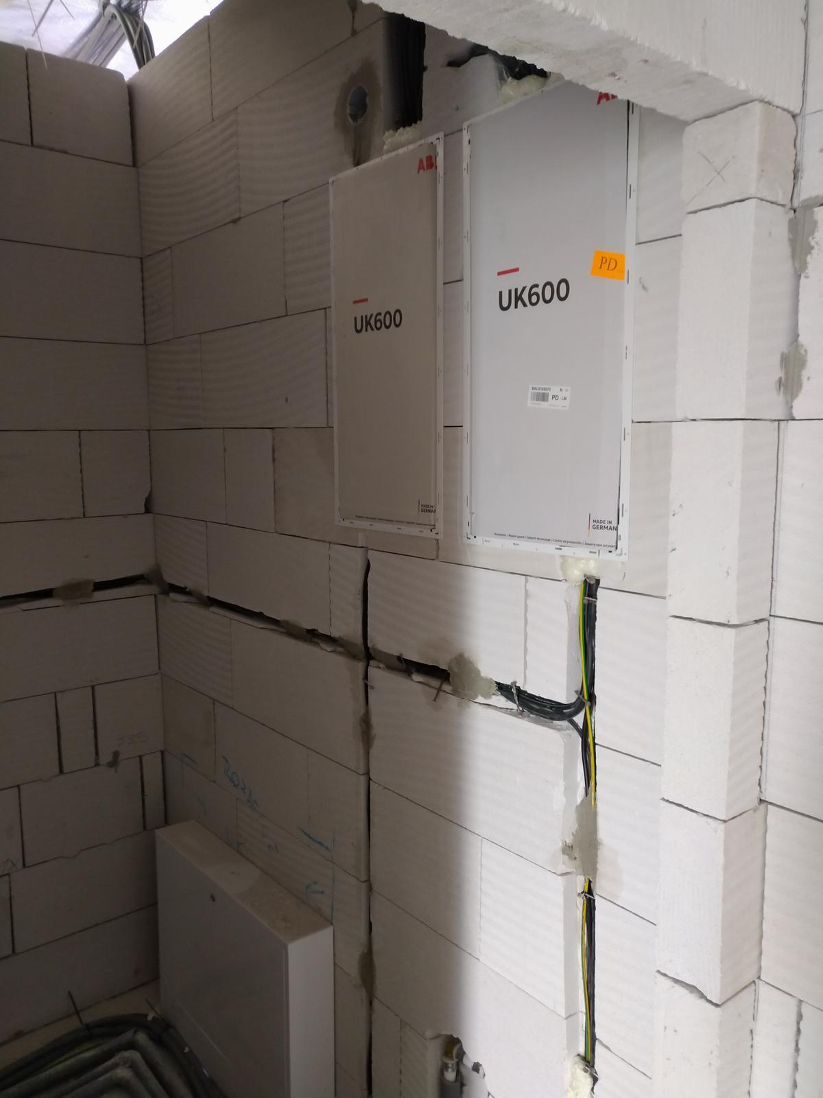 Náš Dom základy na XPS - Dva rozvádzače, jeden na inteligentnú inštaláciu taphome