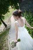 Splývavé tylové svatební šaty, 36