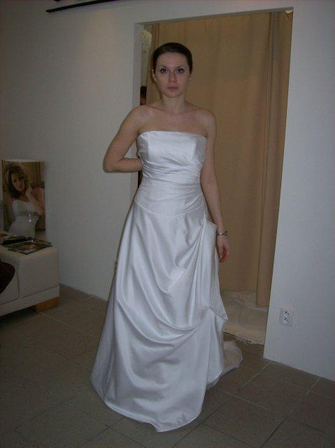 Skúšanie svadobných šiat - šaty Colette