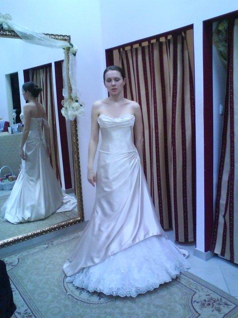 Skúšanie svadobných šiat - šaty 1 OC Galeria