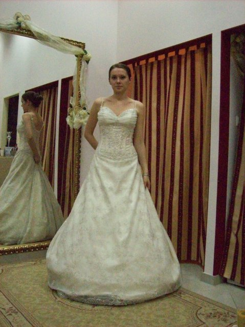 Skúšanie svadobných šiat - šaty 3 OC Galeria