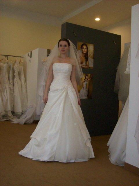 Skúšanie svadobných šiat - Domingo - salon Nicole
