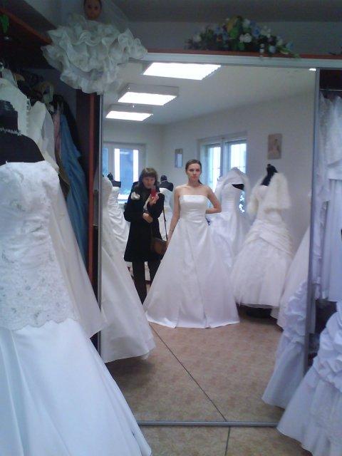 Skúšanie svadobných šiat - Izabel - salon Oľga