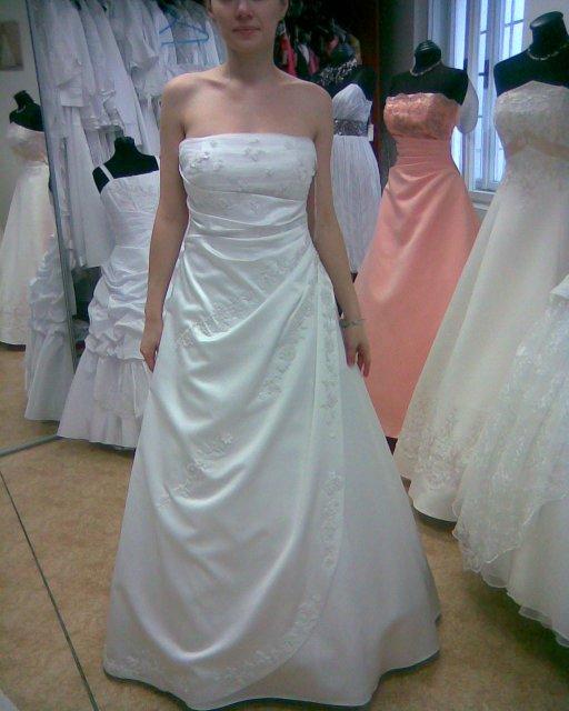 Skúšanie svadobných šiat - šaty 1 - salon Olga