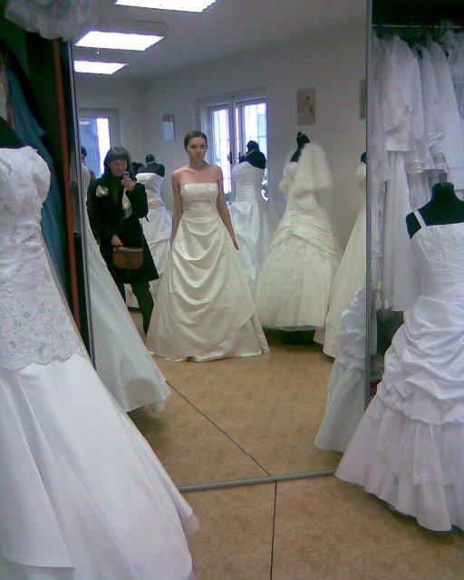 Skúšanie svadobných šiat - šaty 2 - salon Olga