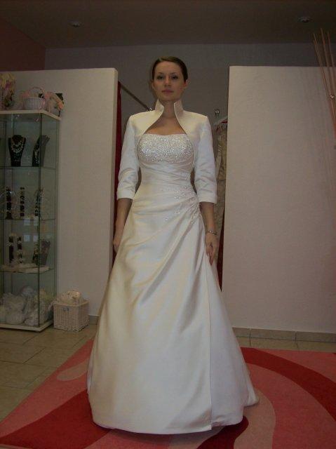 Skúšanie svadobných šiat - Adelaide s bolerkom