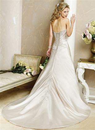 Skúšanie svadobných šiat - Adelaide zozadu z katalogu