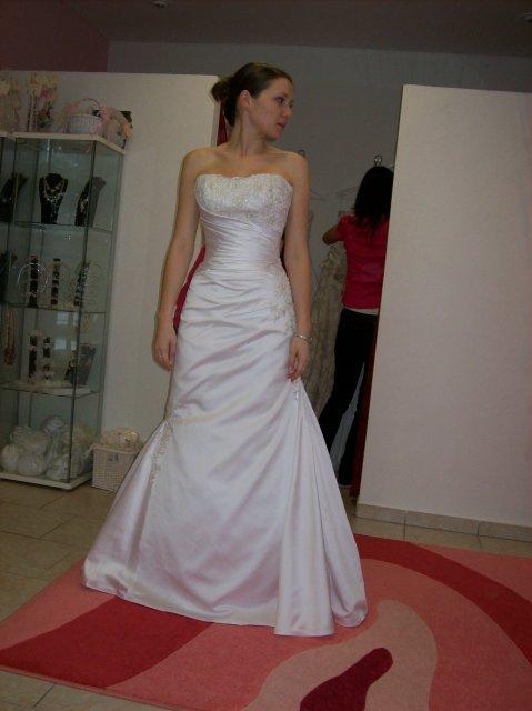 Skúšanie svadobných šiat - Carla