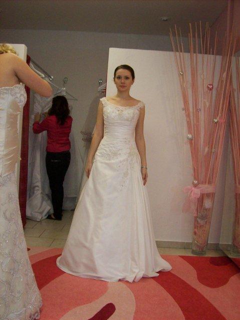 Skúšanie svadobných šiat - JSM 1064
