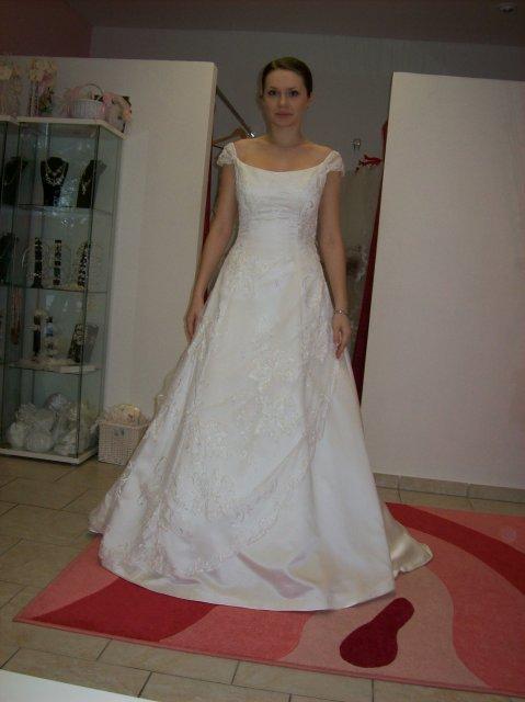 Skúšanie svadobných šiat - Sposa Royale