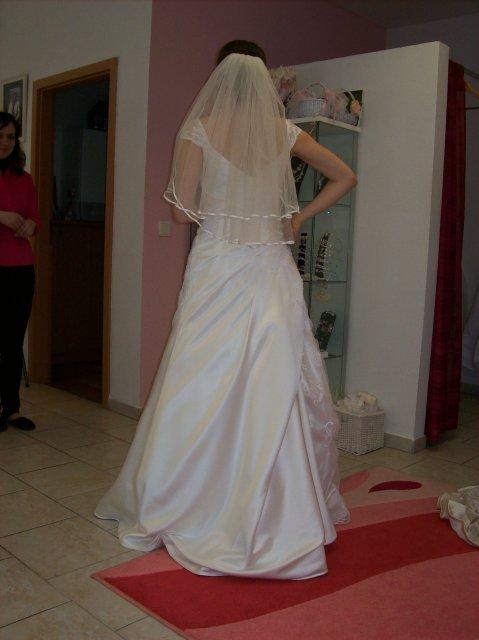 Skúšanie svadobných šiat - Sposa Royale zozadu so zavojom