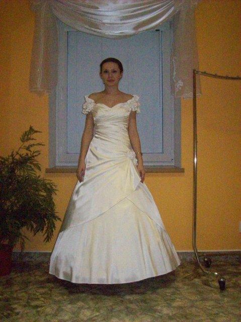 Skúšanie svadobných šiat - Romantic - salón Angel