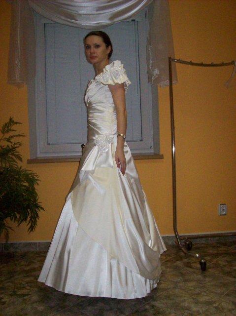 Skúšanie svadobných šiat - Romantic zboku
