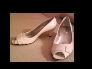 Po veľmi dlhom a náročnom rozhodovaní som si konečne našla topánky :)