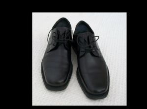 ... a topánky.
