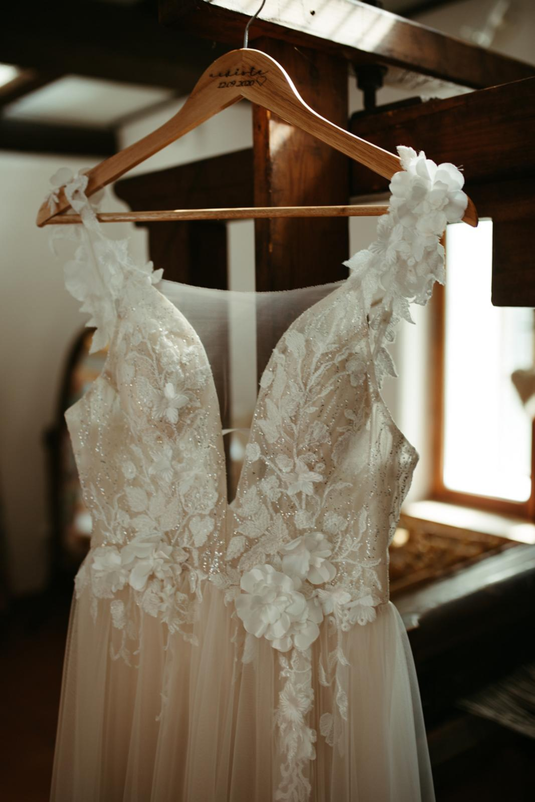 Svatební šaty (možné i pro těhotné) - Obrázek č. 1