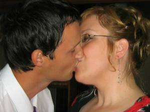 Nacvičujeme na svatební polibek :-)