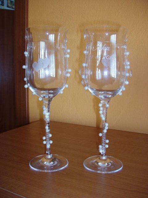 Ivka & Ďuri, 17. 10. 2009 - Toto sú naše nádherné svadobné poháre, vyberali sme ich pdľa obrázka, tak som mal obavy aké budú, ale sú krásne....