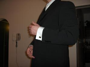 Manžetové gombičky a oblek, Blažek