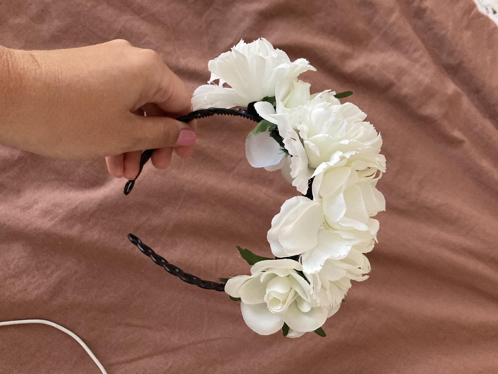 Celenka s bielymi kvetmi - Obrázok č. 1