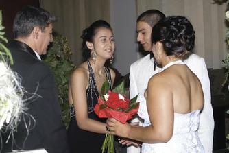 prichadzajuci svadobny hostia
