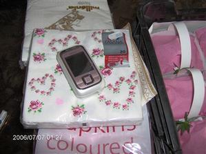 ubrousky a mámy nový mobil (hodil se barvou):)