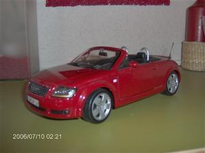 tak tímto vozem bych jela ráda:) ovšem toto je model 1:18...ach jo...