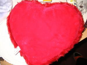 moje ozdoba na auto - plyšové srdce, dostala jsem ho k Valentýnu