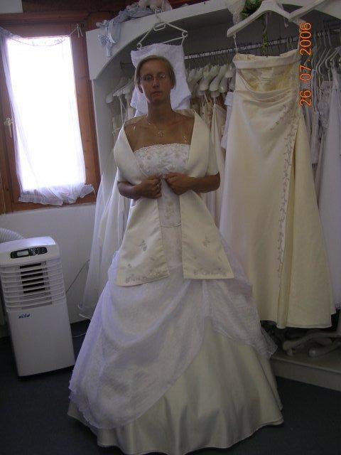Kytičky, torty, šaty a pod... - So štolou to trošku vyzerá ako keby som bola arcibiskup... :-)